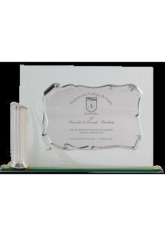 placa de homenaje detalle columna placa dorada 11