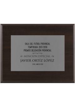 Placa de homenaje plateada con grabado
