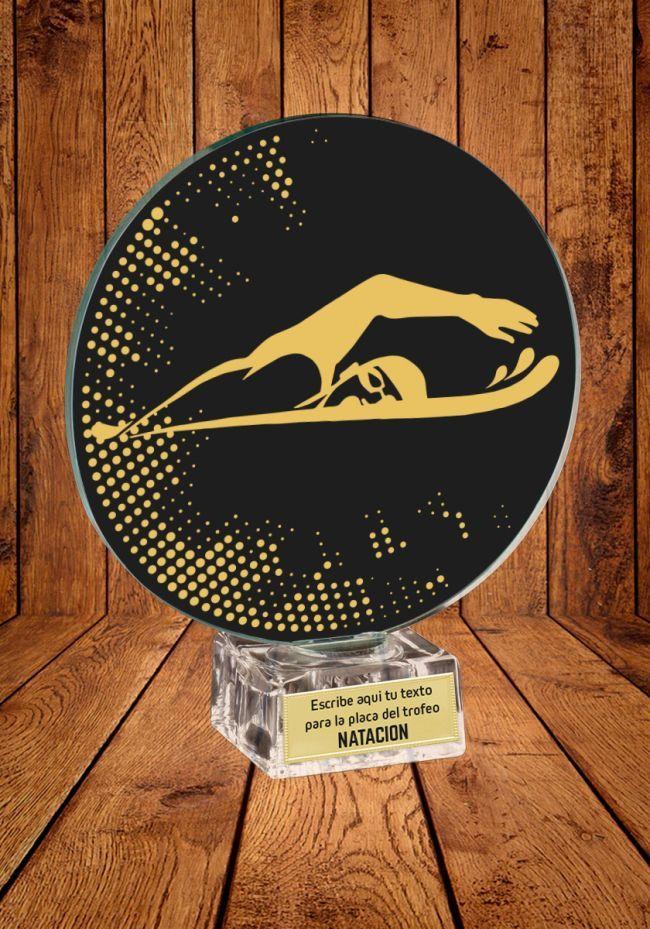 Trofeo de cristal para Natación