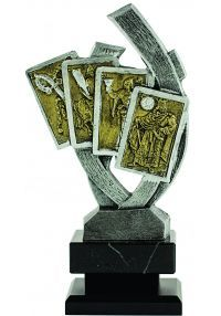 Trofeo figura 4 Cartas -1