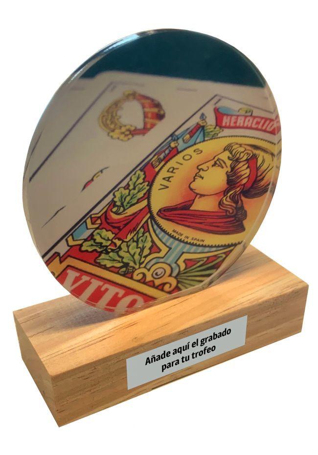 Trofeo de metacrilato y base de madera de Cartas