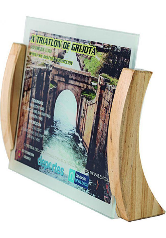 Trofeo de cristal forma rectangular impreso color soporte madera