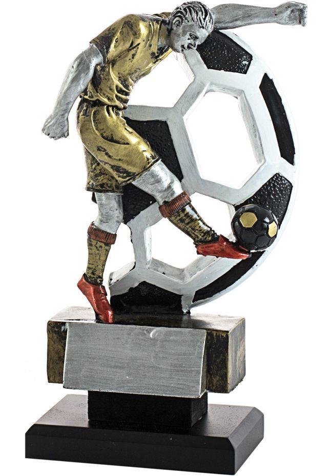 Trofeo figura fútbolista lanzando el balón