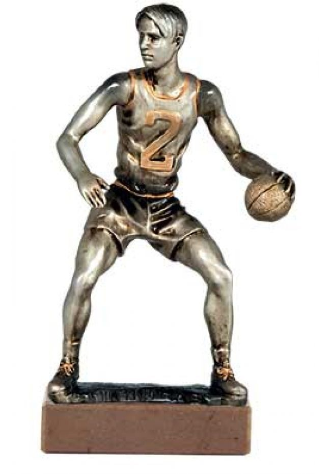 Trofeo de baloncesto con figura jugador de baloncesto plateada