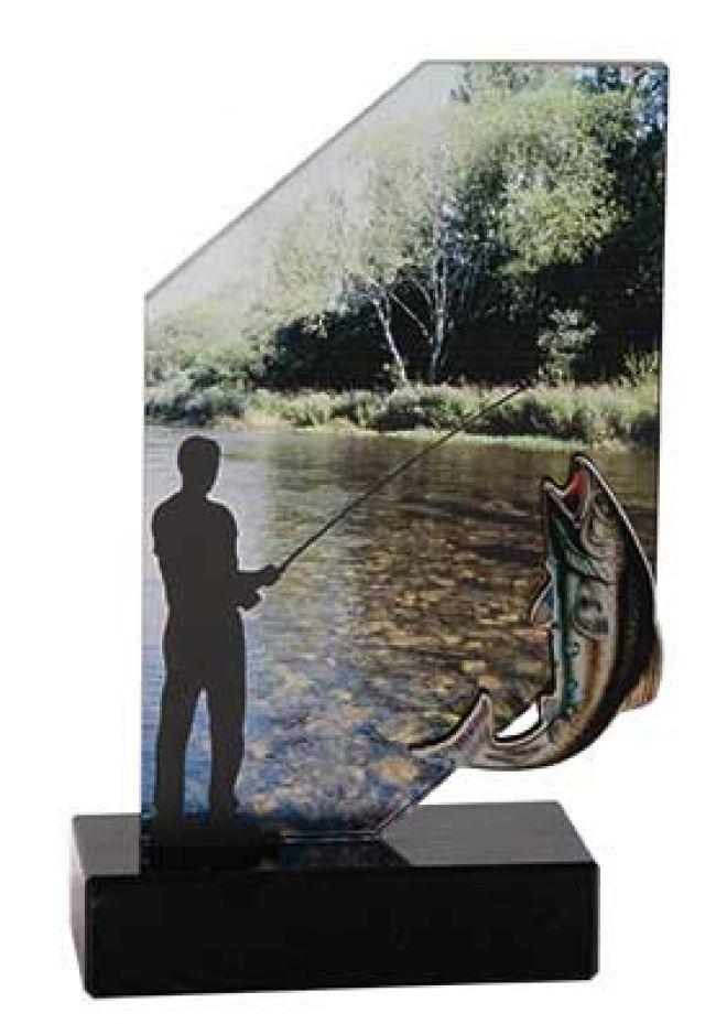 Trofeo de hombre pescando en rio