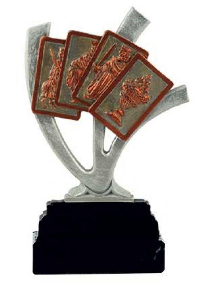 Trofeo figura cartas de raíz invertida