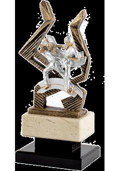 Trofeo de karate con figura deportiva