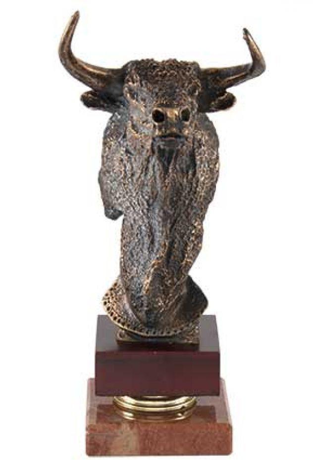 Trofeo de cabeza toro alza en resina