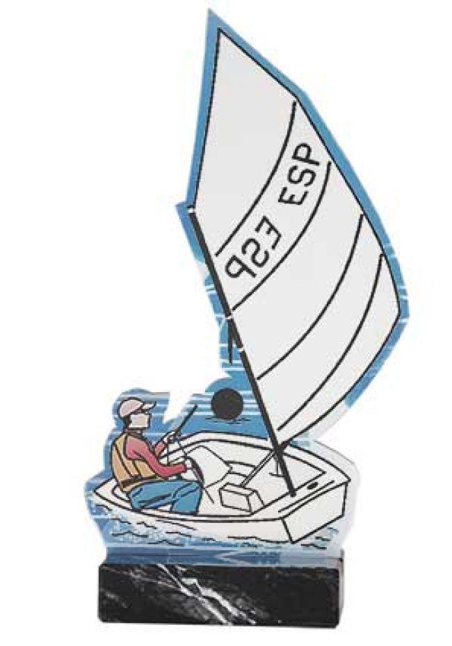 Foto barco de vela en soporte