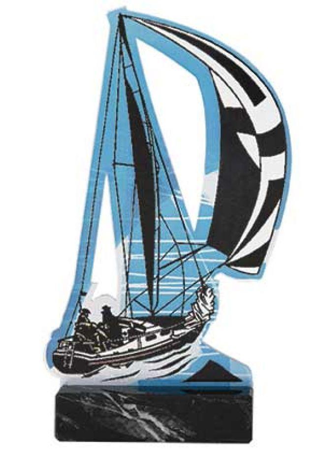 Barco de vela en soporte de mármol