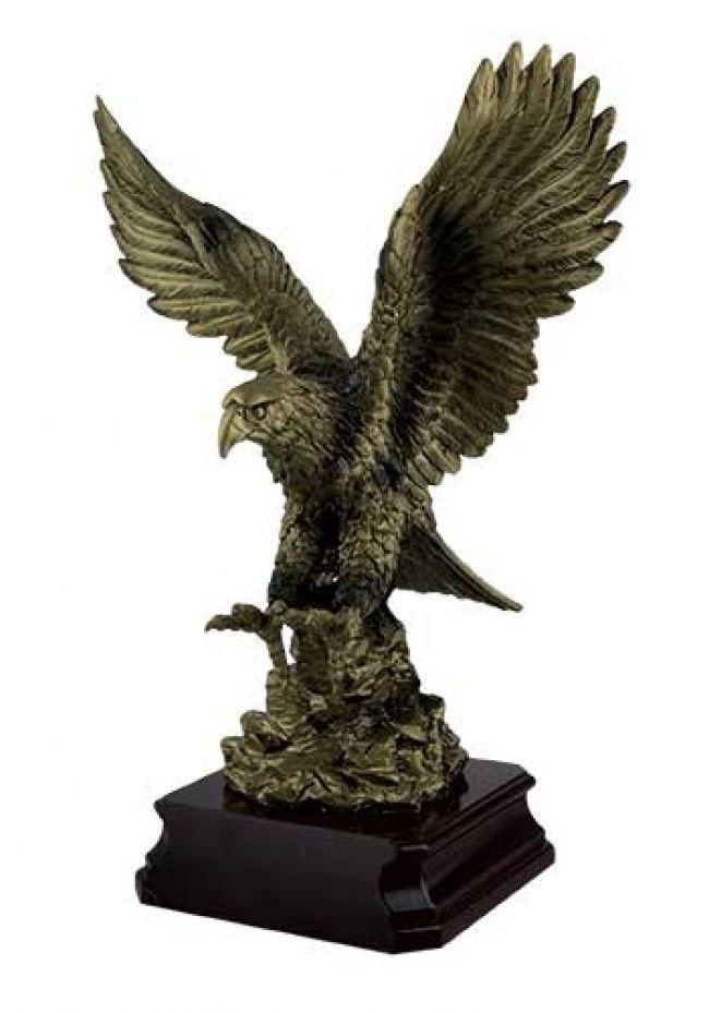 Figura de águila oro forjado