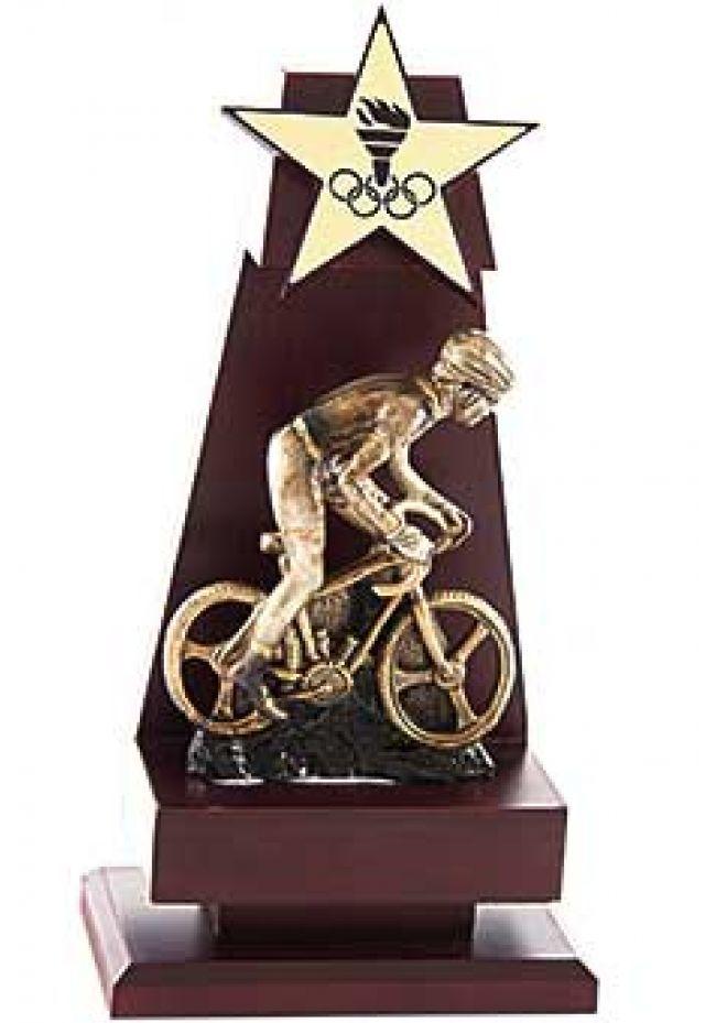 Trofeo de madera detalle alegórico opción deporte resina