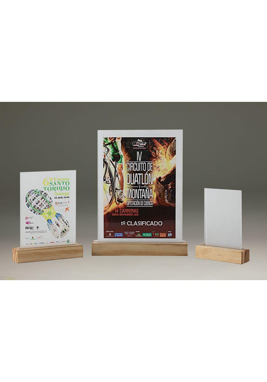 Trofeo de cristal rectangular impreso color soporte madera