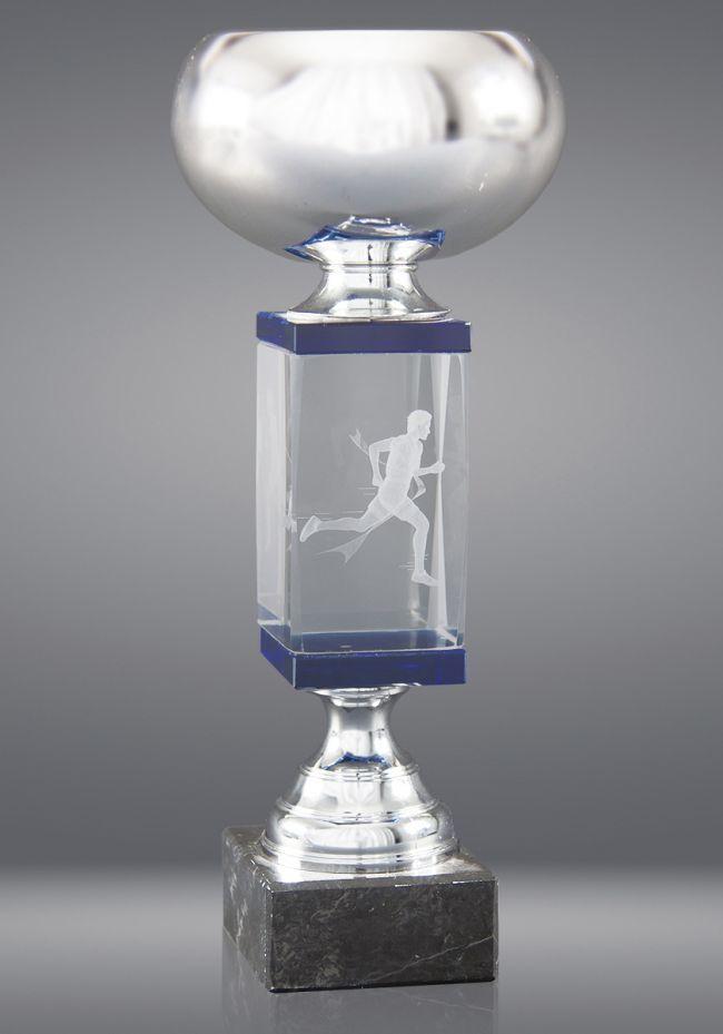 Trofeo de cristal forma copa cuerpo prisma detalle azul base mármol negro
