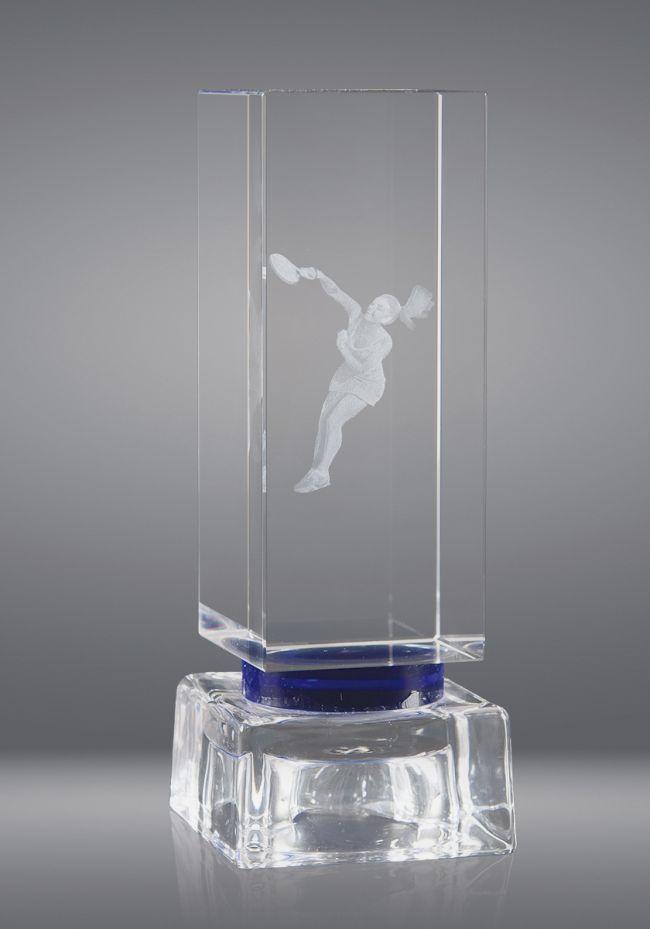 Trofeo de cristal forma prisma cuadrado base cristal azul