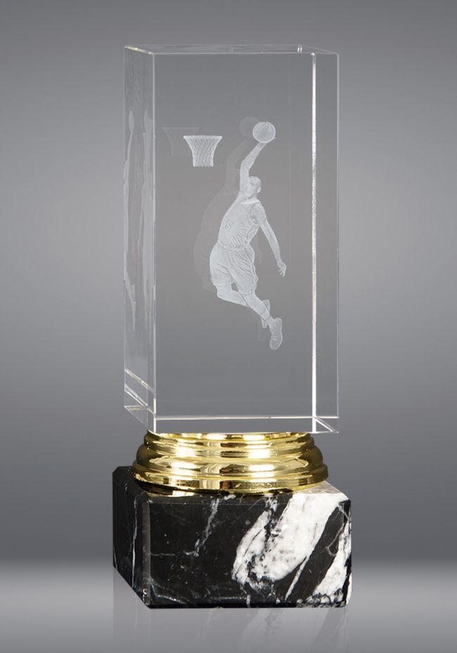 Trofeo de cristal forma prisma base mármol