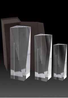 Trofeo de cristal forma prisma regular-1