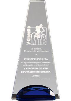 Trofeo de cristal forma trapecio invertido soporte cristal azul