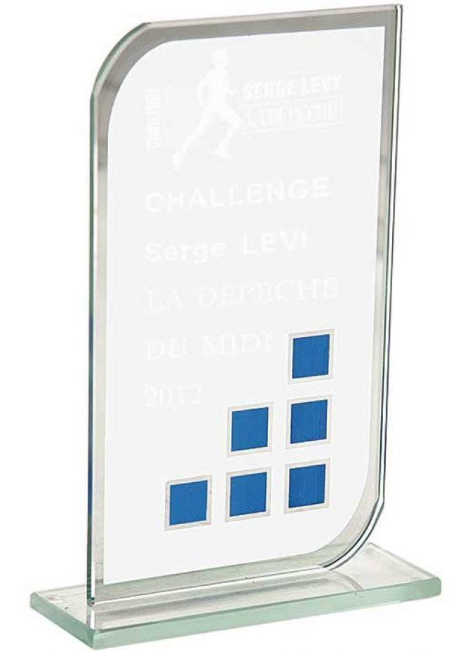 Trofeo de cristal forma rectangular esquinas diagonales redondeadas base cristal