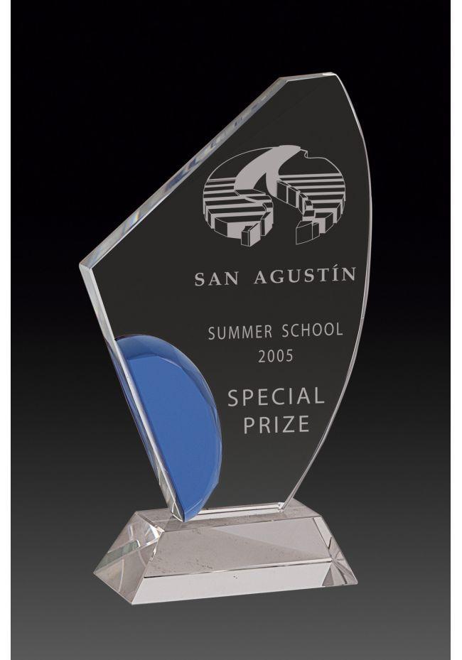 Trofeo de cristal forma vela detalle azul base rectangular cristal