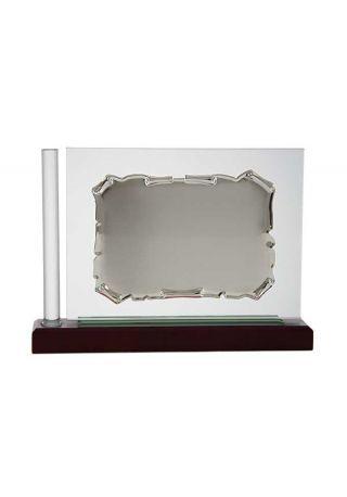 placa homenaje cristal en forma rectangular con una columna en el lateral
