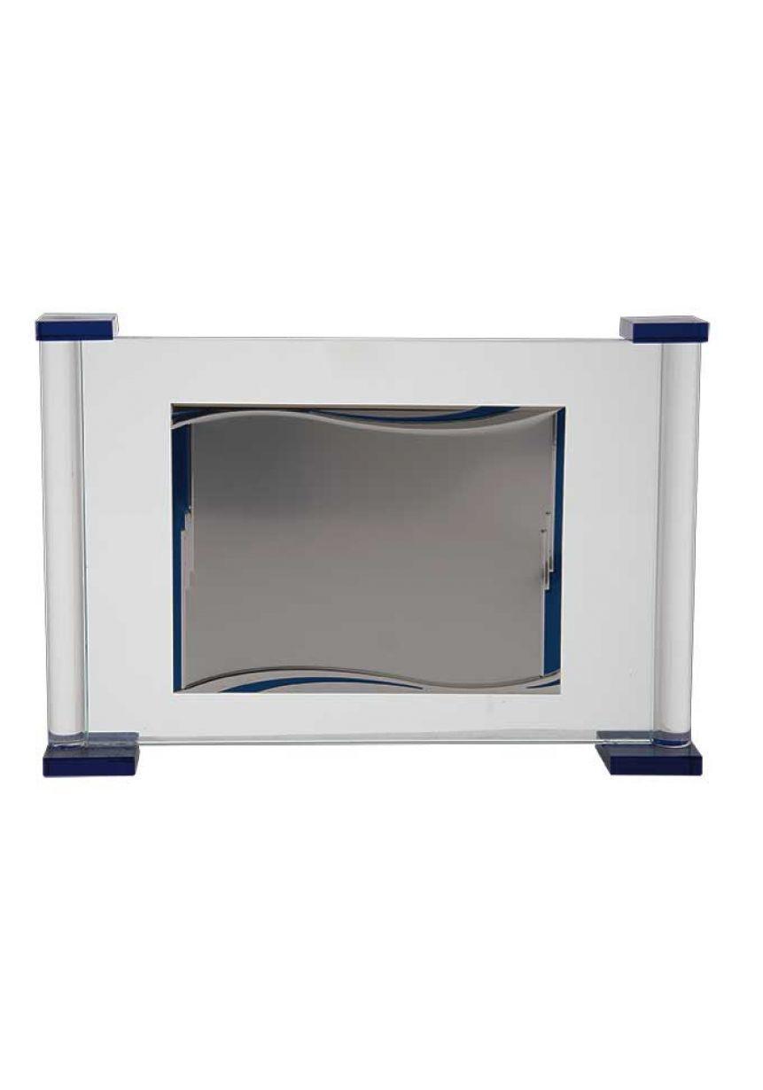 Placa de homenaje cristal en forma rectangular con dos columnas laterales azul